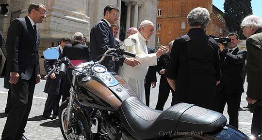 Pope-Francis-Harley-Dyna-Su