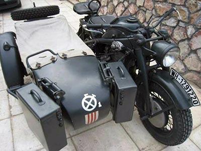 brad-pitt--nazi-sidecar